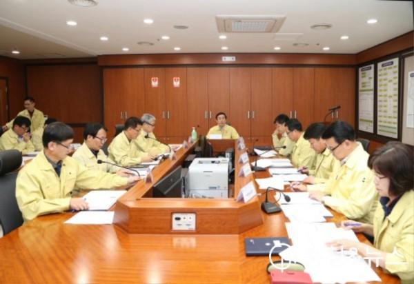 200224 코로나19 대응 긴급 대책회의 모습.JPG
